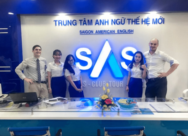 anh van giao tiep o dau tot nhat hcm - The Edge Learning Center