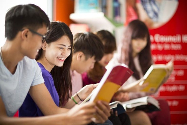 hoc anh van giao tiep o dau tot nhat tphcm - The Edge Learning Center